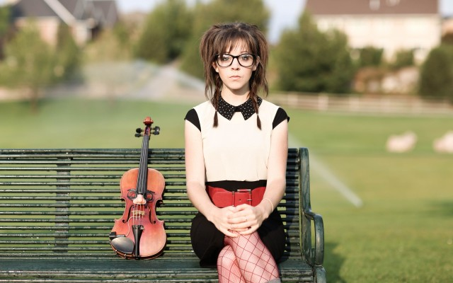 Lindsey_Stirling_violin_bench_2560x1600