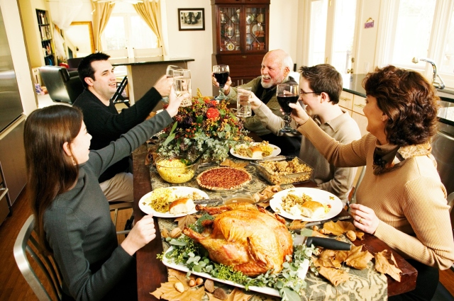 635839076302854293183333808_thanksgiving-family-toast